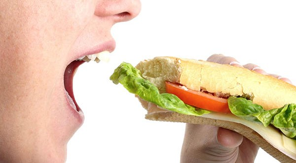 De câte ori trebuie să mestecăm când mâncăm şi de ce este important